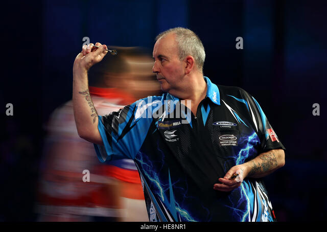 Phil Taylor in action during day four of the William Hill World Darts Championship at Alexandra Palace, London. - Stock-Bilder