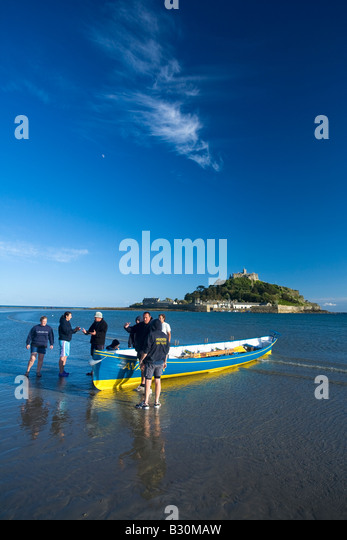 Marazion beach St Michael's Mount near Penzance with Pendeen Gig Rowing Club in evening summer sunshine sea - Stock Image