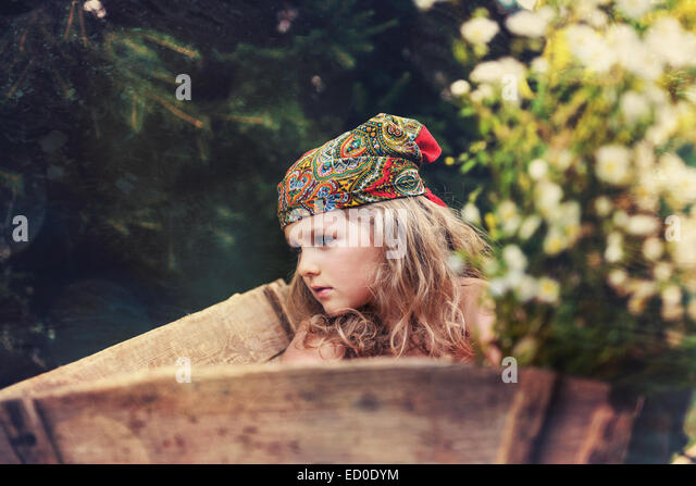 Portrait of girl (4-5) in traditional headscarf - Stock-Bilder