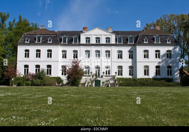 Europa, Deutschland, Schleswig Holstein, Wangels, Gut Weißenhaus, Gartenfassade - Stock Image