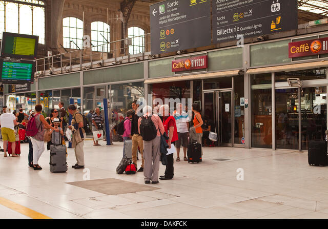 Paris, France. 15th July, 2013. People anxiously wait for information on their trains at Paris Austerlitz railway - Stock Image