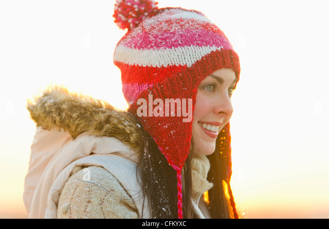 USA, New Jersey, Jersey City, Portrait of young woman wearing knit hat - Stock Image