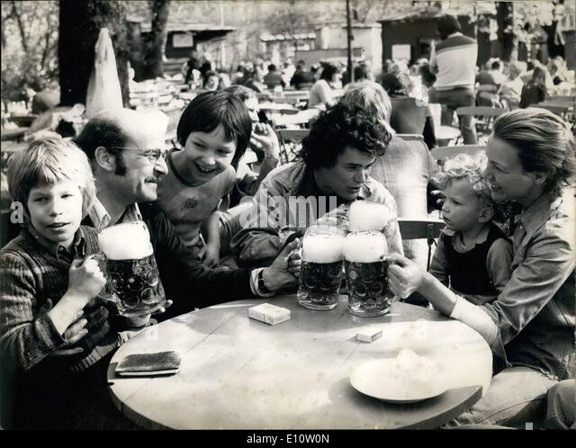 Apr. 04, 1974 - ''Lacombe-lucien'' leading actor in Munich; To a gay beer circle; three prominent - Stock-Bilder