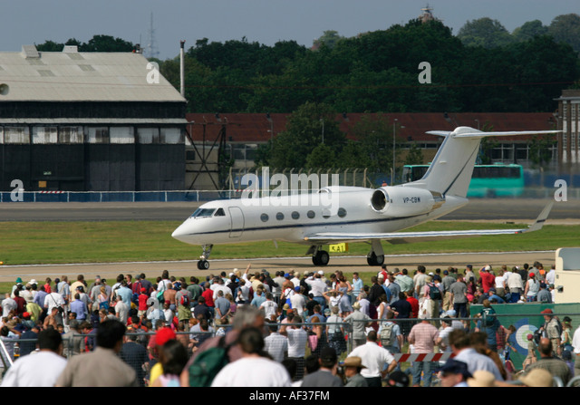 Business jet and spectators - Stock Image