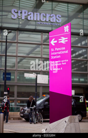Pink Olympic wayfinding signs outside St. Pancras International station - Stock Image