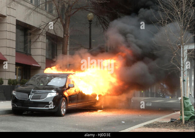 Washington, USA. 20th Jan, 2017. A limousine burns in downtown Washington following the inauguration of President - Stock Image