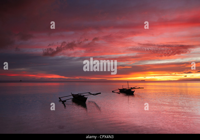 two boats off San Juan Beach at dusk, Siquijor, The Visayas, Philippines - Stock-Bilder
