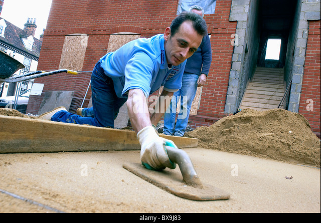 Laying sand for the foundation of a driveway England UK. - Stock-Bilder