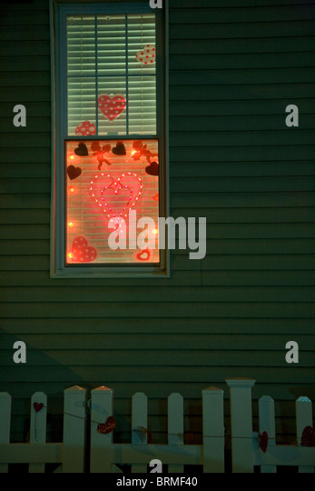 valentine's day, valentine window, lit window at night, brooklyn, americana - Stock-Bilder