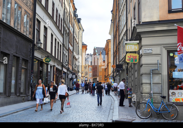 Central street of Gamla Stan with many tourists. Sweden - Stock-Bilder