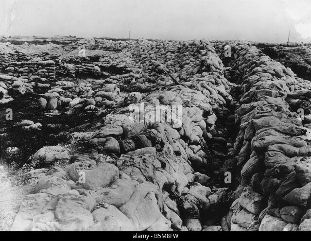 2 G55 F1 1917 22 WWI Static warfare Somme Sap History WWI France Battle of the Somme Sap Photo date unknown - Stock Image