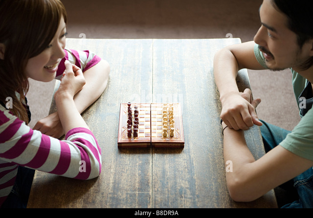 Young couple playing chess - Stock-Bilder