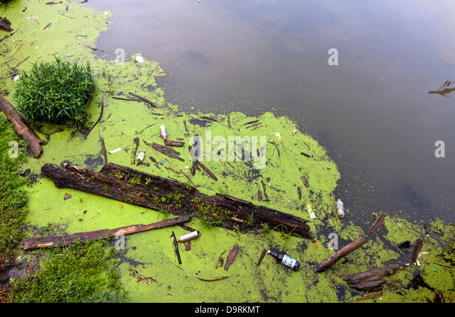 Pollution in the Scioto river in Columbus, Ohio, USA. - Stock Image