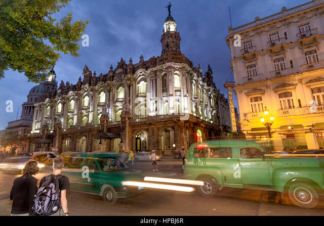Gran Teatro de La Habana , Opera, Hotel Inglaterra, Paseo de Marti, Oldtimer, traffic, twilight, Havanna, Cuba - Stock Image