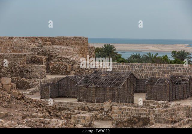 arish-or-barasti-huts-qalat-al-bahrain-a