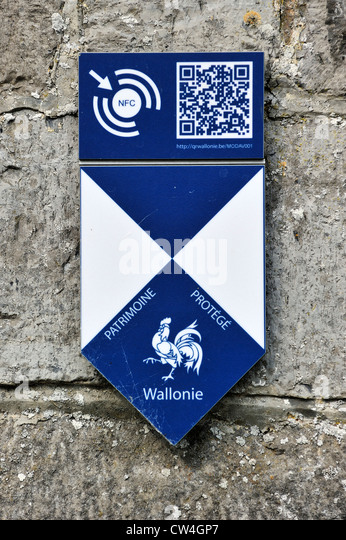 Shield with logo of cultural heritage building / Patrimoine Protégé Wallonie, Wallonia, Belgium - Stock Image