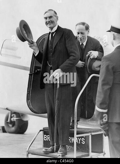 arthur neville chamberlain essay Neville chamberlain (arthur) neville chamberlain (march 18, 1869-november 9, 1940), prime minister of great britain, was chiefly associated with the european policy.