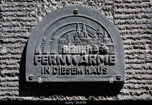 Plaque with the city skyline of Cologne, district heating in this house safe, comfortable, environmentally friendly - Stock Image