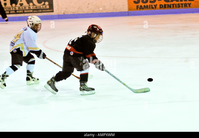 Ice hockey played by 7 year old boys - Stock Image
