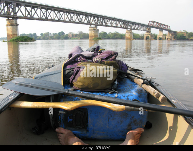 Road and rail bridge on the Lualaba tributary of the Congo river near Kabalo Democratic Republic of Congo Katanga - Stock-Bilder