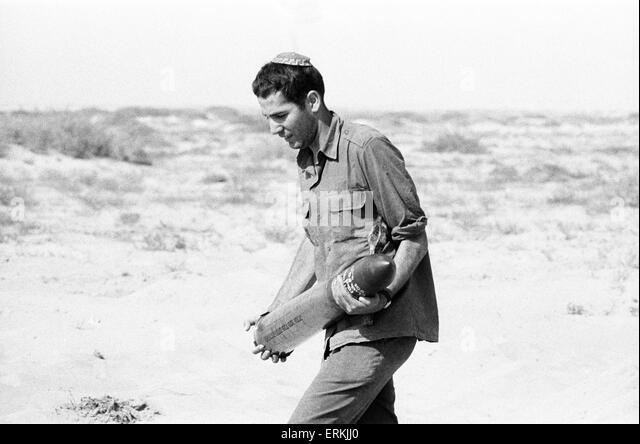 Yom Kippur War. The Fourth Arab Israeli War. October 6th to 25th, 1973. Israeli Soldier wearing Skullcap, carries - Stock Image
