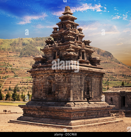 Old stone small Hindu temple candi Arjuna, Dieng Plateau, Java, Indonesia (built around 750 CE) - Stock Image