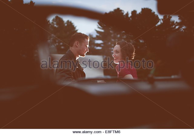 Young couple outdoors - Stock-Bilder