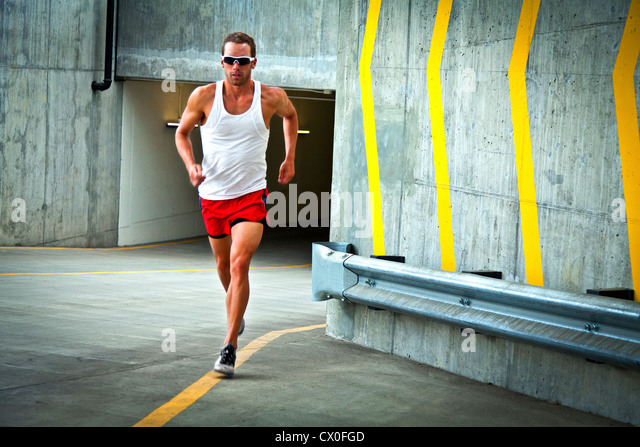 Man Running on Urban Road - Stock-Bilder