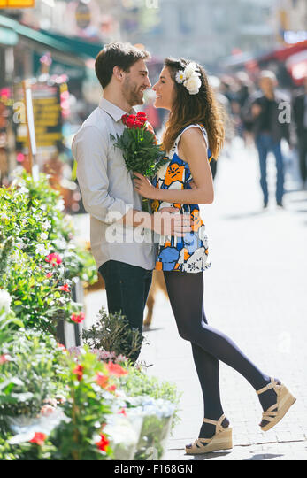 Couple dating in Paris - Stock-Bilder