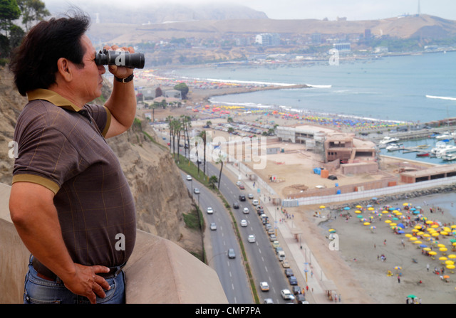 Lima Peru Barranco District Malecon Circuito de playas Playa los Yuyos Pacific Ocean Costa Verde Highway traffic - Stock Image