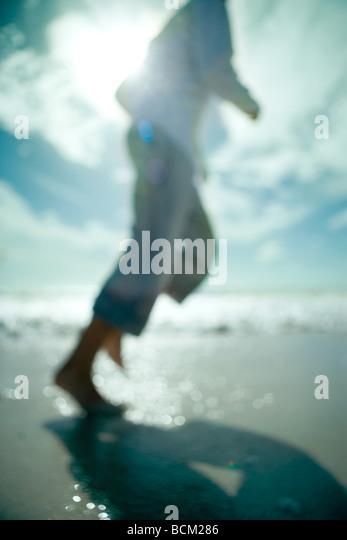 Man running at the beach, cropped view, defocused - Stock-Bilder