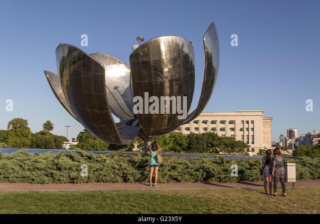 Floralis Generica Metal Flower , Plaza Naciones Unidas , Recoleta  Buenos Aires, Argentina - Stock Image