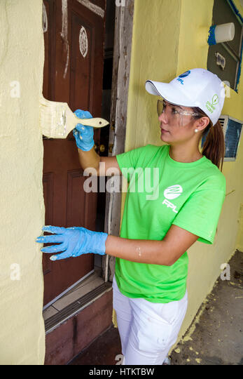 Miami Florida Allapattah Martin Luther King Jr. Day of Service MLK senior home repair Hispanic woman corporate volunteer - Stock Image