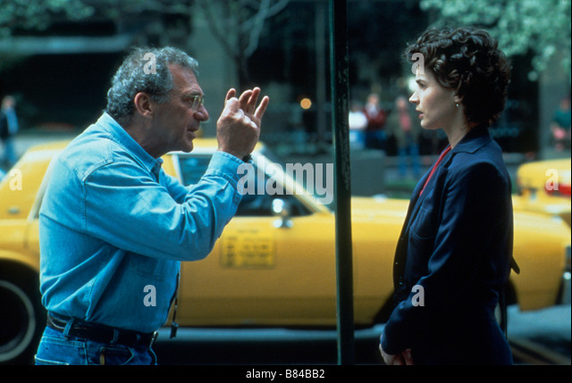 Sidney Pollack Sidney Pollack Sidney Pollack Julia Ormond on the set of Tournage Sabrina Année 1995 USA - Stock Image