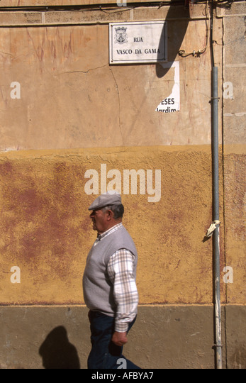 Portugal Algarve Quartiera Rua Vasco de Gama street sign male pedestrian resident - Stock Image