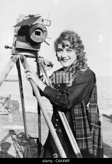 Vintage photo circa 1916 of Canadian-born film actress Mary Pickford (1892 - 1979) standing next to a motion picture - Stock Image