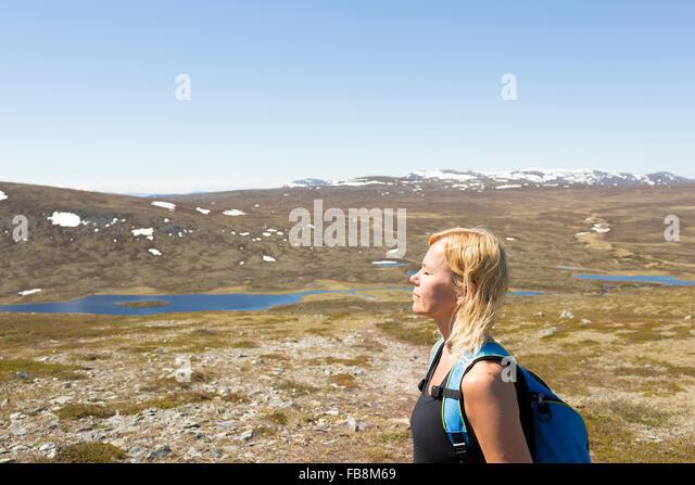 Sweden, Dalarna, Grovelsjon, Woman on mountain plateau - Stock Image