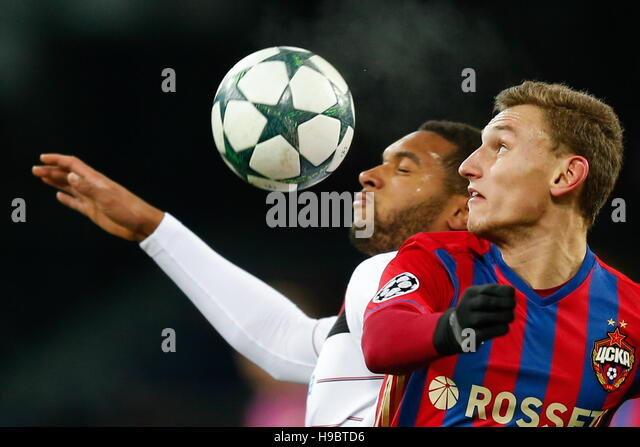 Moscow, Russia. 22nd Nov, 2016. Bayer 04 Leverkusen's Jonathan Tah (L) and CSKA Moscow's Fedor Chalov in - Stock-Bilder