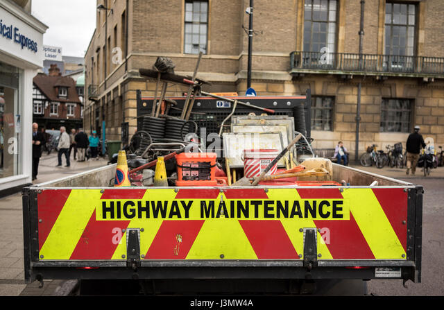 The University city of Cambridge in England with Council road repair truck - Stock-Bilder