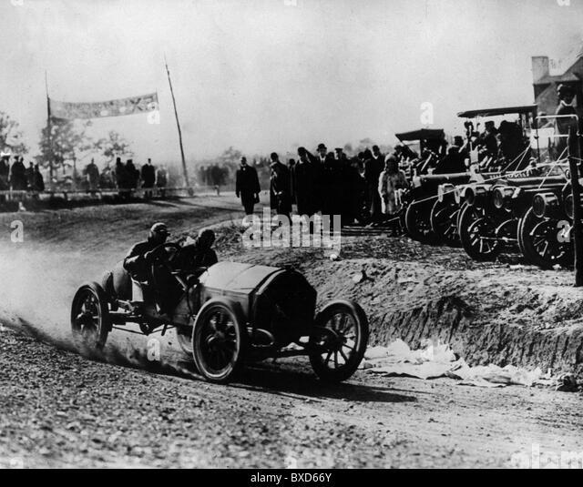 Motor racing audience stock photos motor racing audience for Motor vehicle long island