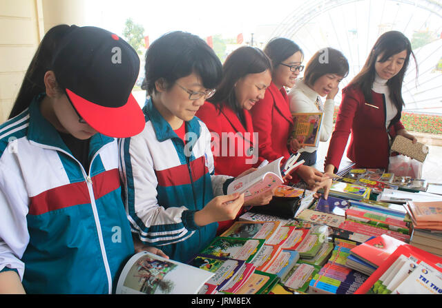 HAI DUONG, VIETNAM, APRIL, 14: Students reading in library on April, 14, 2015 in Hai Duong, Vietnam. - Stock Image