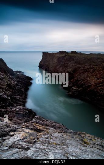 Rocky seascape at sunset at Ladies Cove Dartmouth Devon England - Stock-Bilder