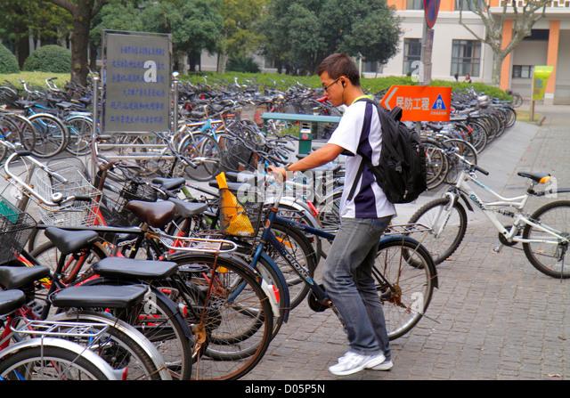 Shanghai China Yangpu District Tongji University Siping Campus Mandarin symbols hanzi Asian man teen boy student - Stock Image