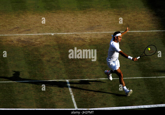 London, UK. 12th July, 2017. Wimbledon Tennis: London, 12 July, 2017 - Roger Federer during his victory over Milos - Stock Image