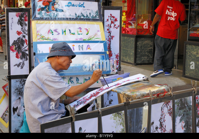 Artist in Chinatown, New York City working on a classic Chinese watercolor. - Stock-Bilder