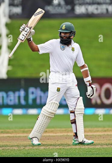 Hamilton, New Zealand. 25th Mar, 2017. March 25th 2017, Hamilton, New Zealand; South Africa's Hashim Amla reaches - Stock-Bilder