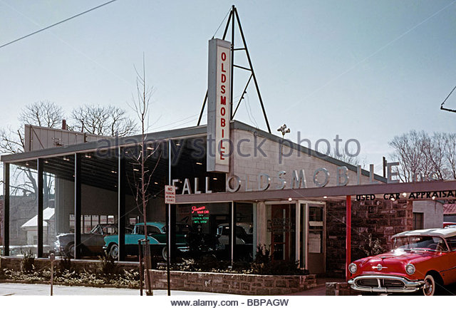 car dealer 1950s stock photos car dealer 1950s stock images alamy. Black Bedroom Furniture Sets. Home Design Ideas