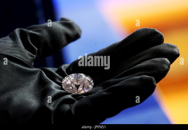 Moscow, Russia. 1st Aug, 2017. The Dynasty, the main 51.38-carat round-cut diamond, during the unveiling event for - Stock Image