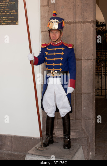 Guard at the presidential palace, Independence Square, Quito, Ecuador - Stock Image