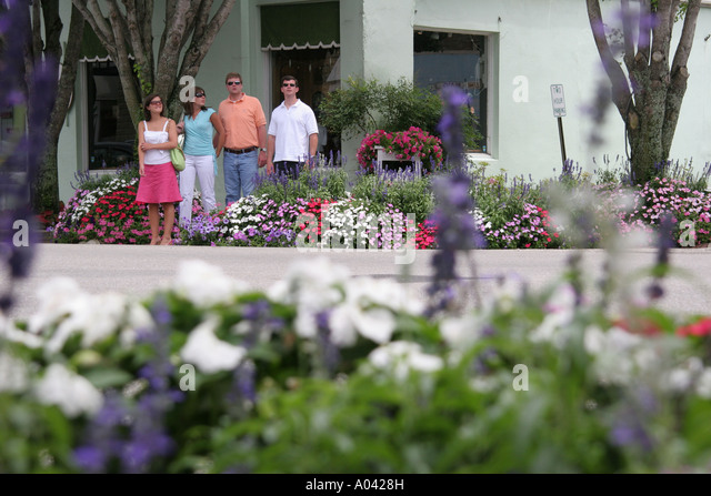 Alabama Fairhope flowers businesses shopping dining couples - Stock Image